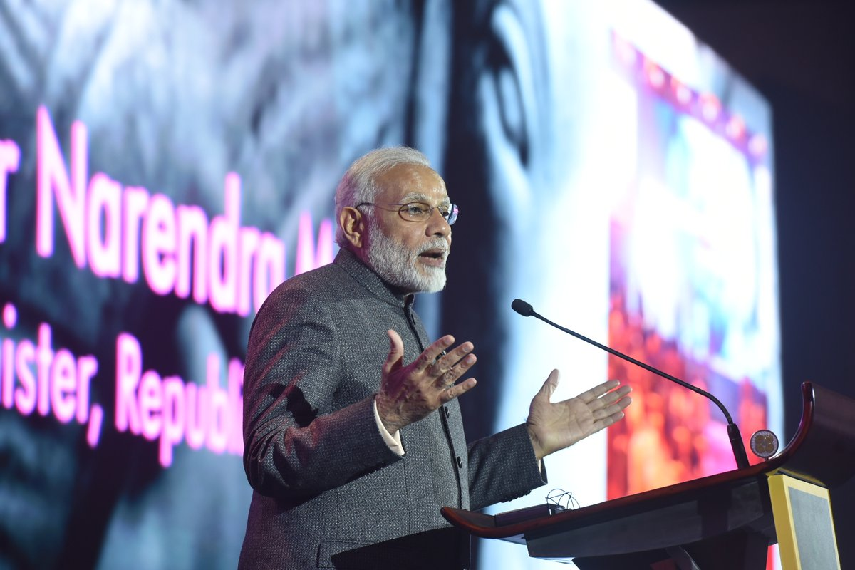 PM Modi in Manila (@MEAIndia)
