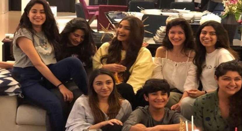 Janhvi Kapoor makes sweet gesture on first birthday post mother Sridevi's death