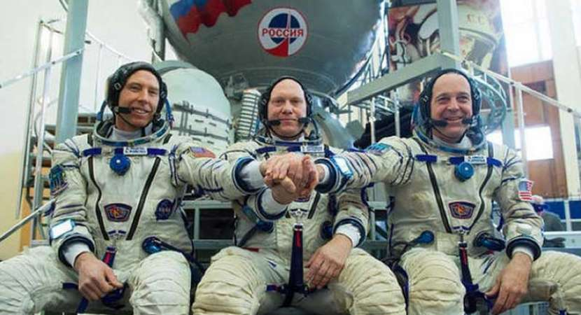 International US-Russian crew blasts off for International Space Station