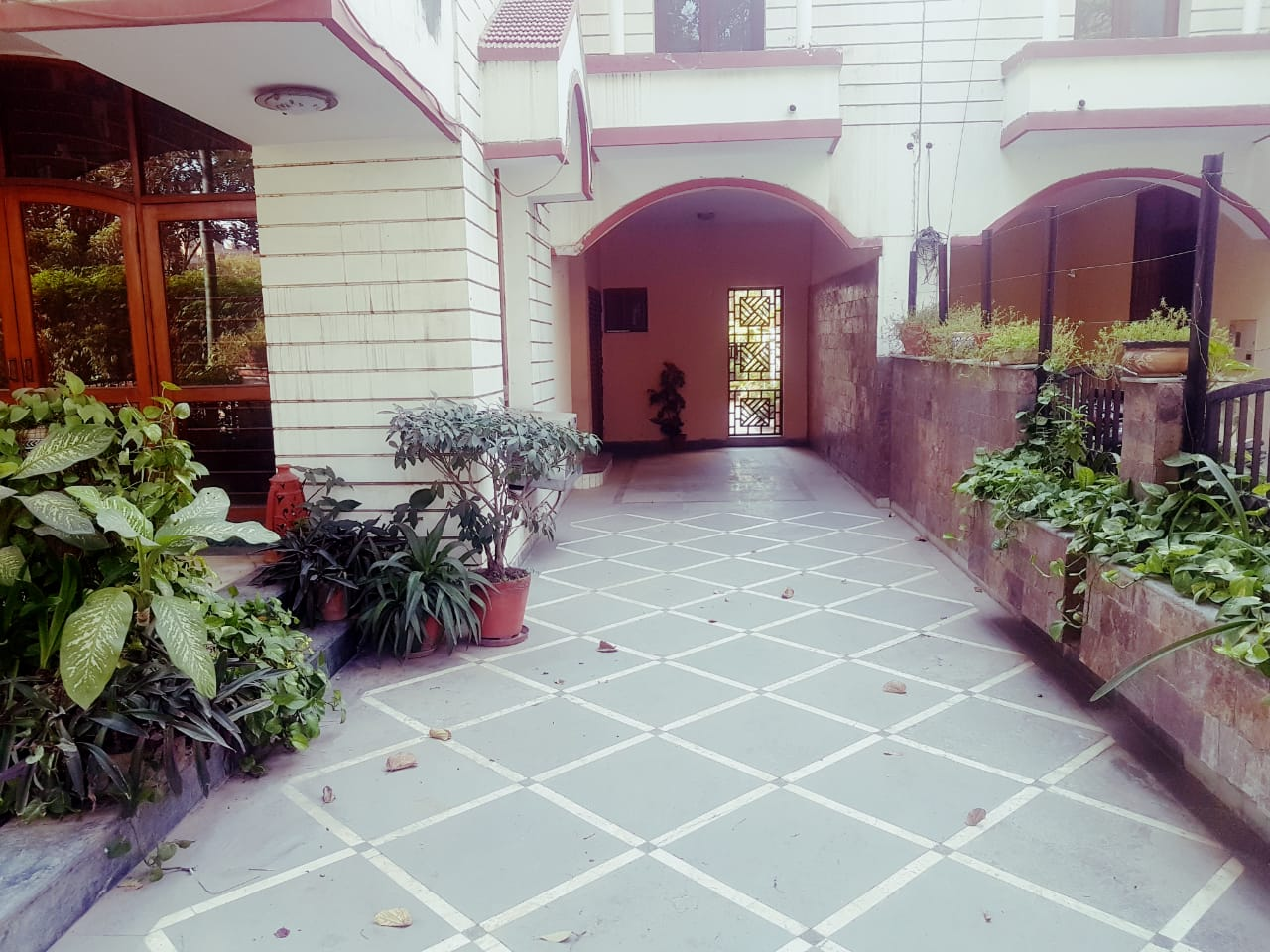 Single-room-available-for-rent-in-Sector 45-gurgaon-for-rs-17000