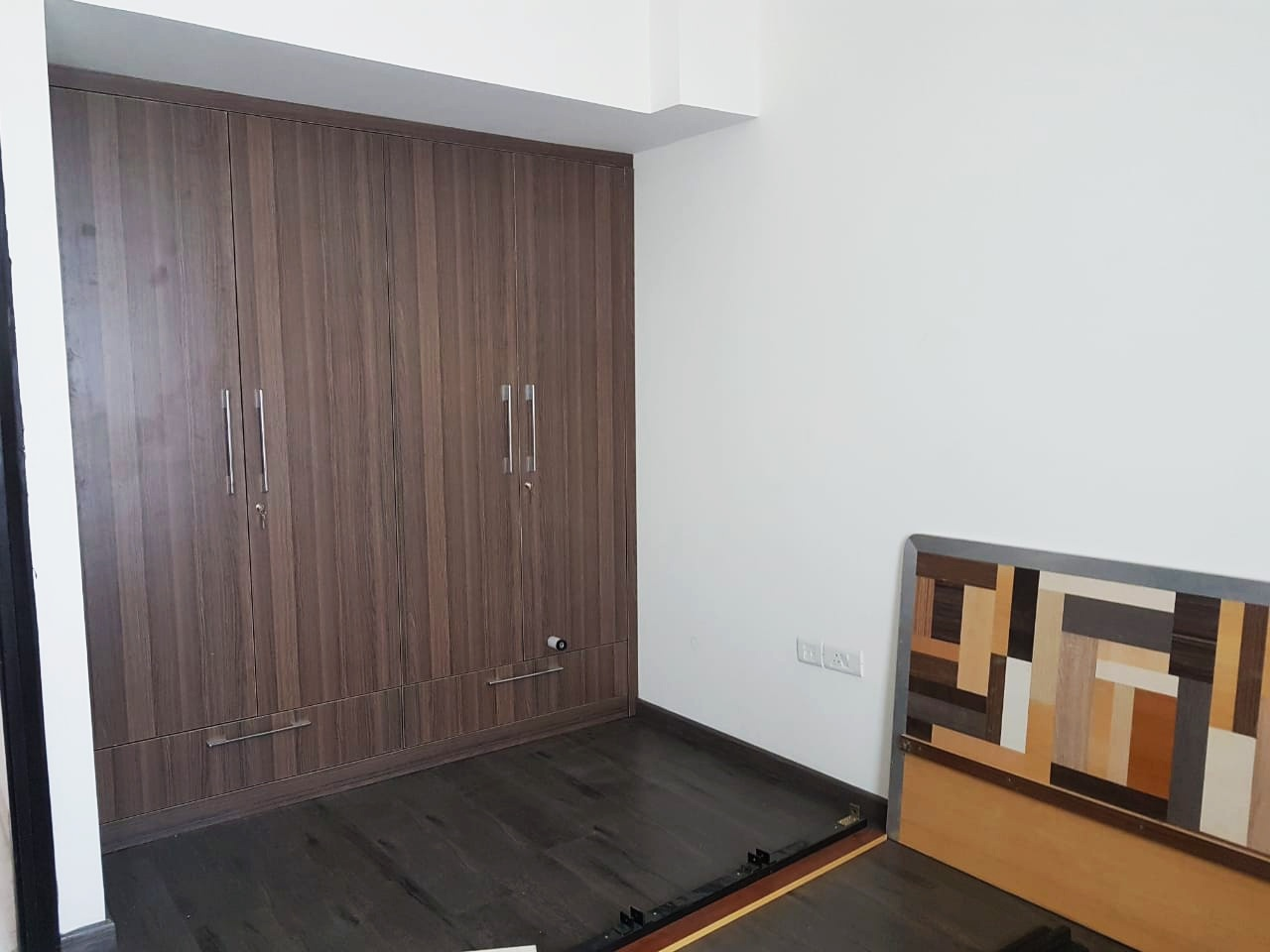 Single-room-available-for-rent-in-Sector 72-gurgaon-for-rs-19000