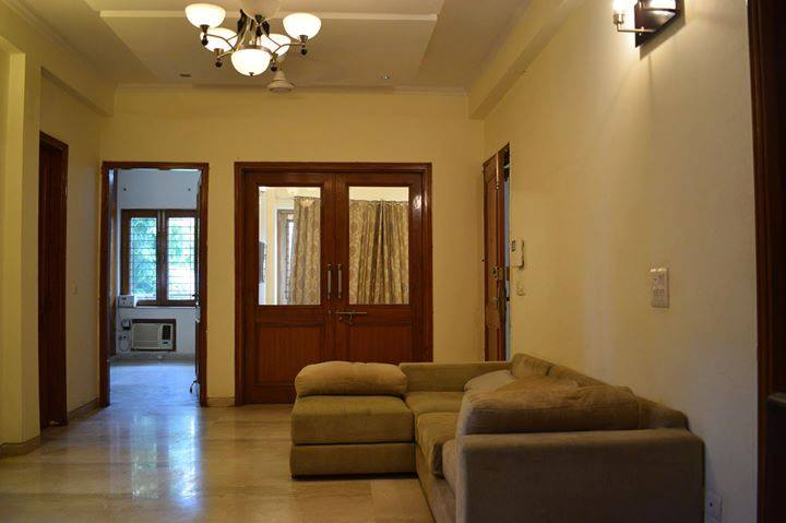 Single-room-available-for-rent-in-Sushant Lok 2-gurgaon-for-rs-17000