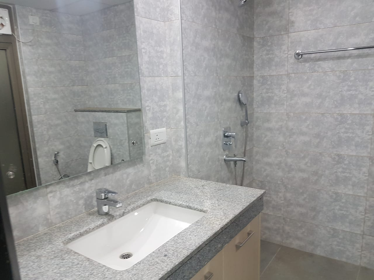 Single-room-available-for-rent-in-Sector 72-gurgaon-for-rs-22000
