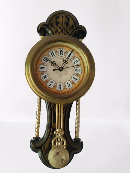 Altira plastic gold clock