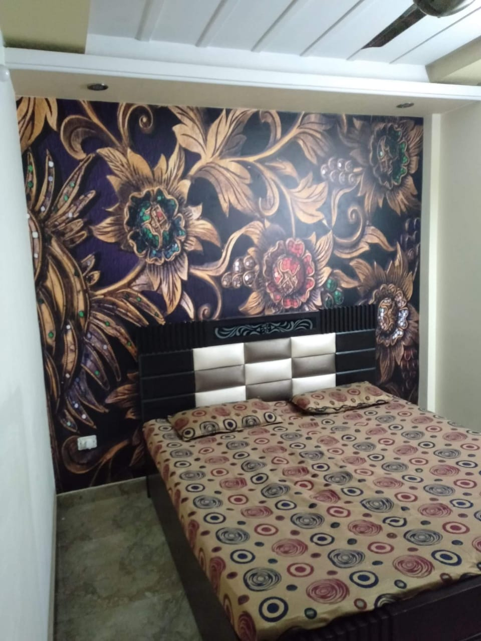 Home wall decor wallpaper