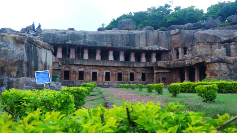 उदयगिरि और खंडगिरि की ऐतिहासिक गुफाएं