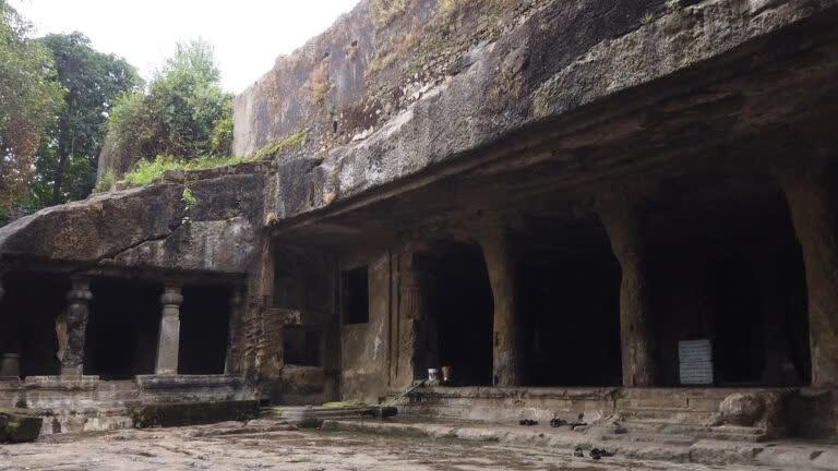 मंडपेश्वर की प्राचीन गुफाएँ