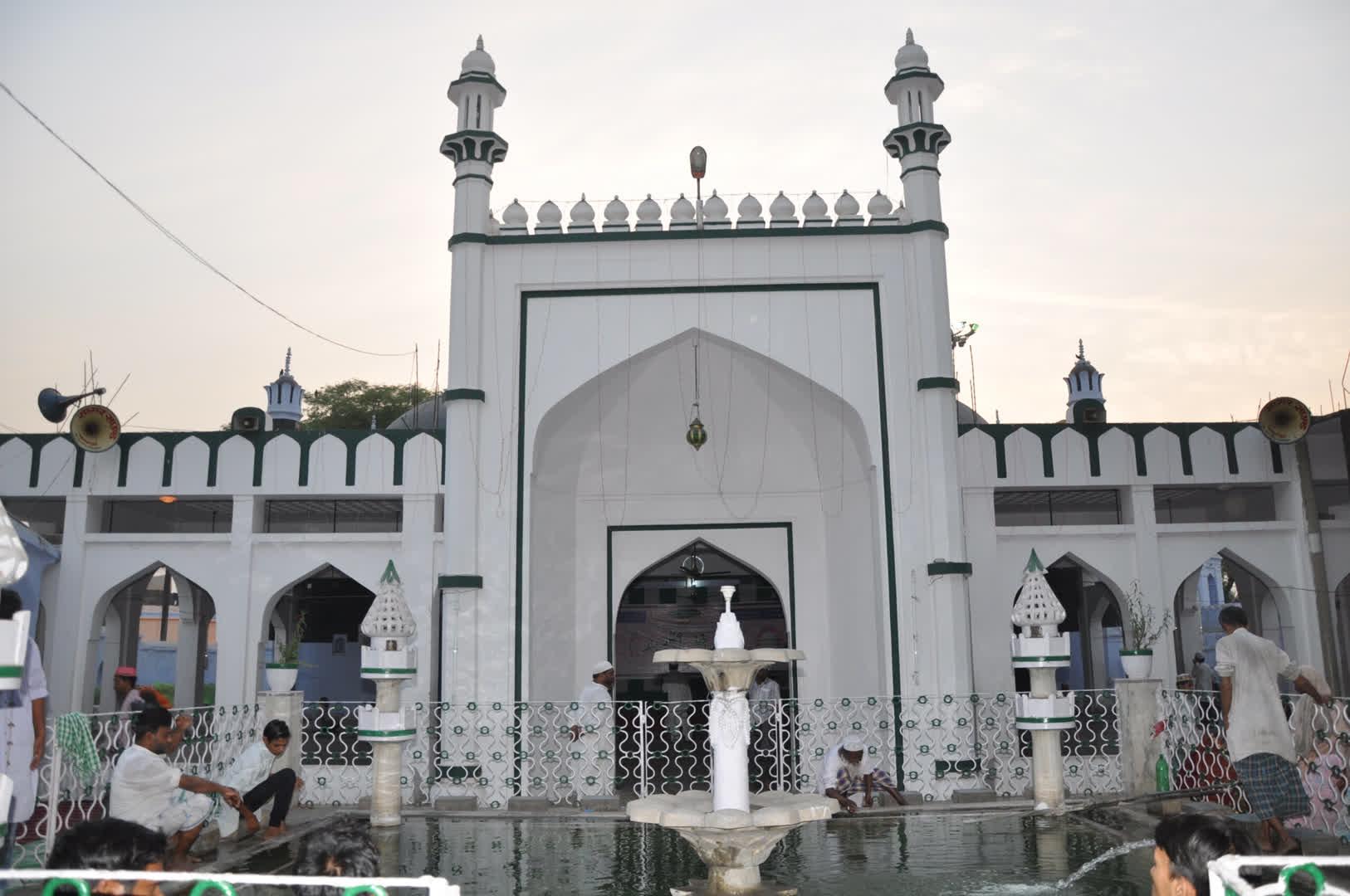 ख़ानक़ाह शाहबाज़िया मस्जिद और मदरसा
