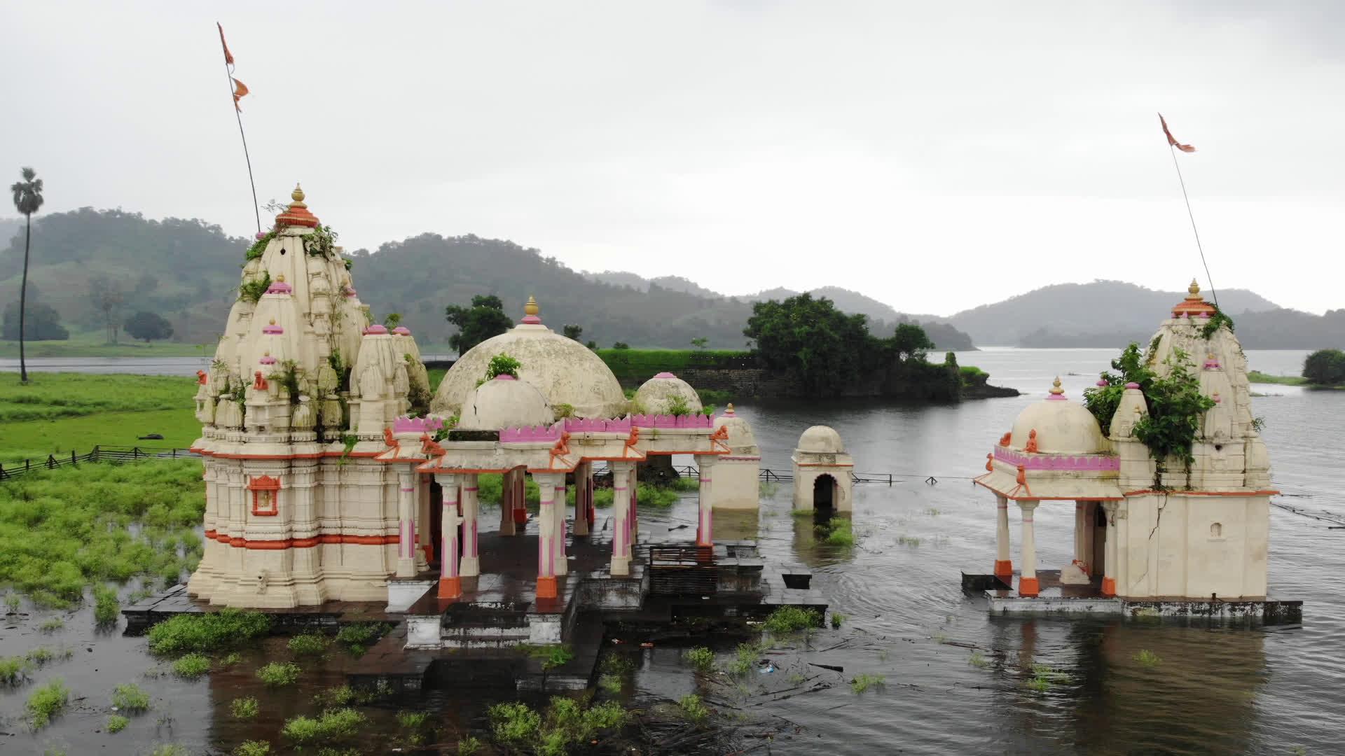 जुनाराज, राजपीपला के पानी में डूबा हुआ शहर