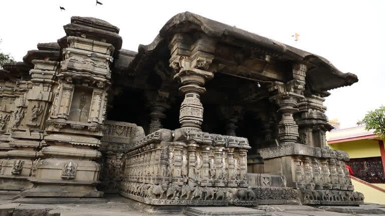 मंकेश्वर का प्राचीन मंदिर