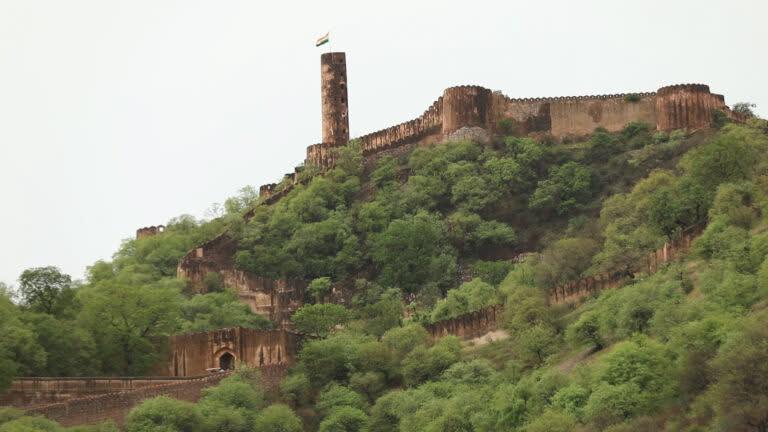 जयपुर का प्रभावशाली जयगढ़ क़िला