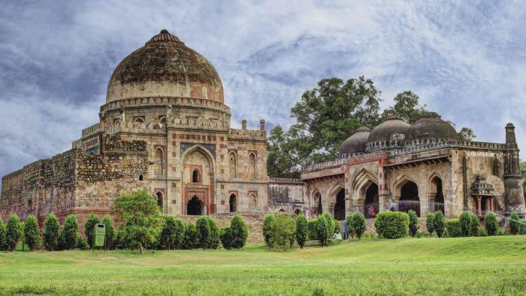 दिल्ली का लोधी गार्डन और उसके स्मारक
