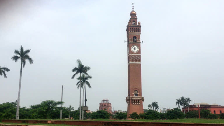 लखनऊ का हुसैनाबाद घंटाघर
