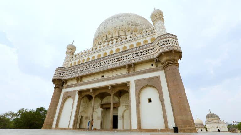 हैदराबाद की अद्भुत विरासत: क़ुतुब शाही मक़बरे