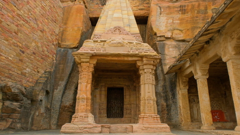 चतुर्भुज मंदिर: जिसने दी दुनिया को एक संख्या