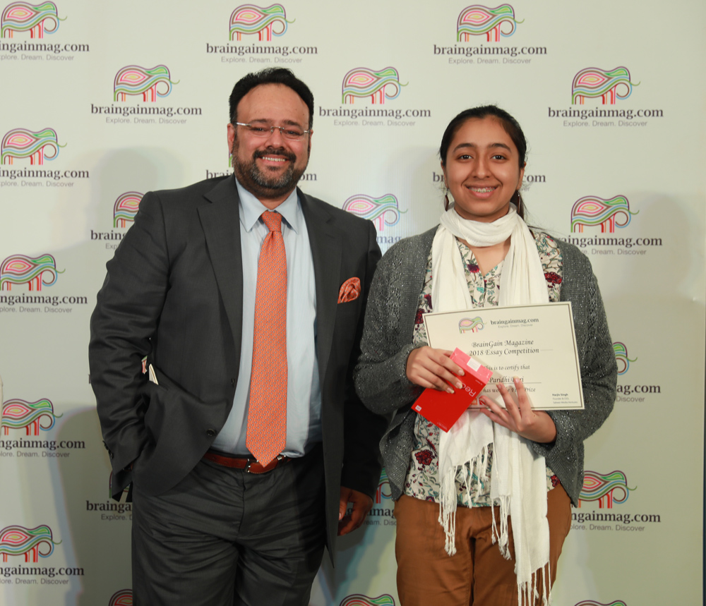 Paridhi Puri receives the first prize from Harjiv Singh, founder and publisher of braingainmag.com
