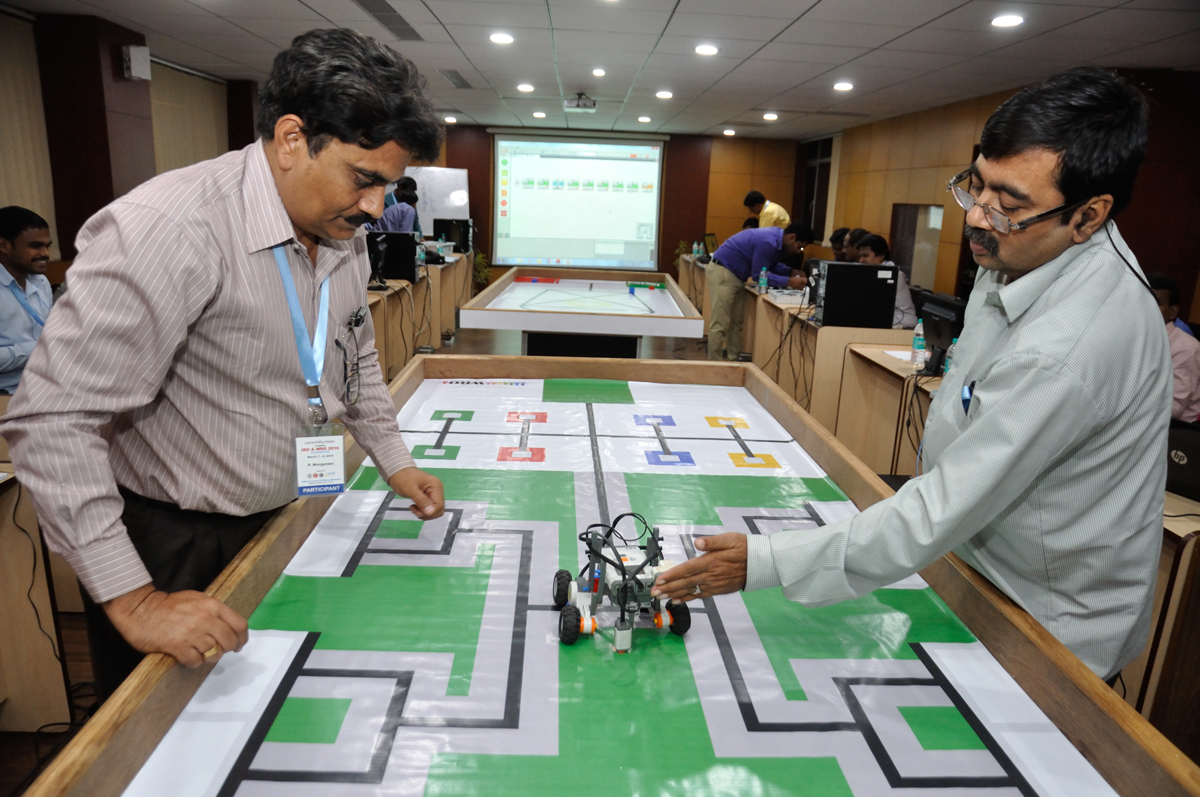 Robot Testing Session Workshop at NSCM Kolkata