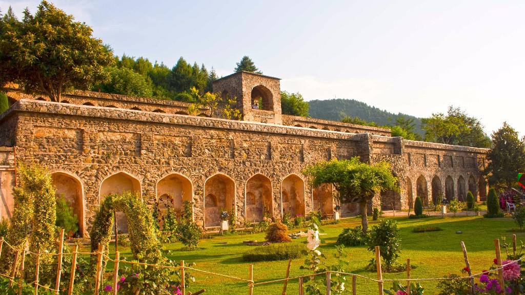 The Pari Mahal has six terraced gardens