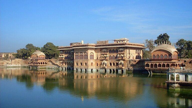 Deeg Palace: The Jat Centre