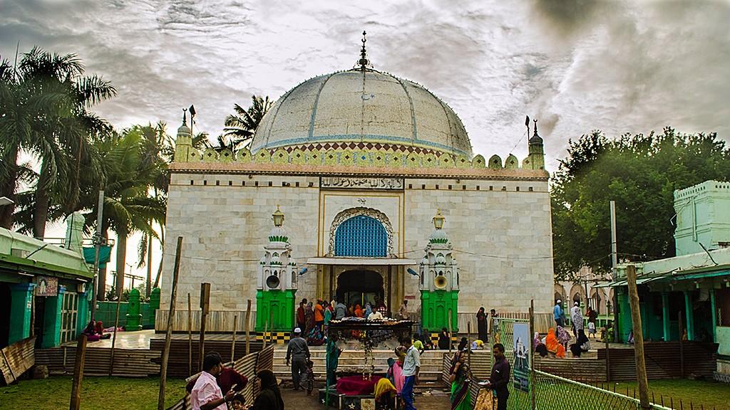 Dargah of Khwaja Samsuddin Mira Saheb   Ameya Marathe