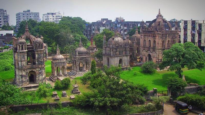 Surat's European Cemeteries: Rivalry to the Grave