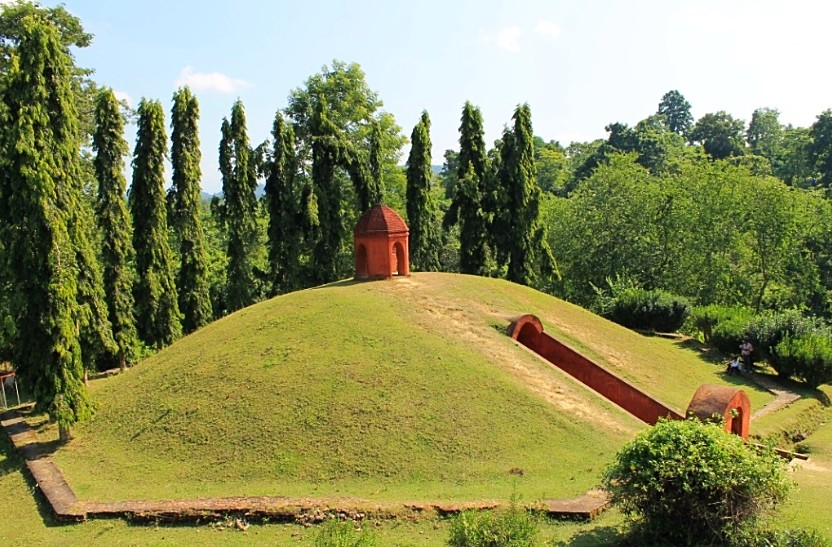 The Mysterious Mounds of the Ahoms
