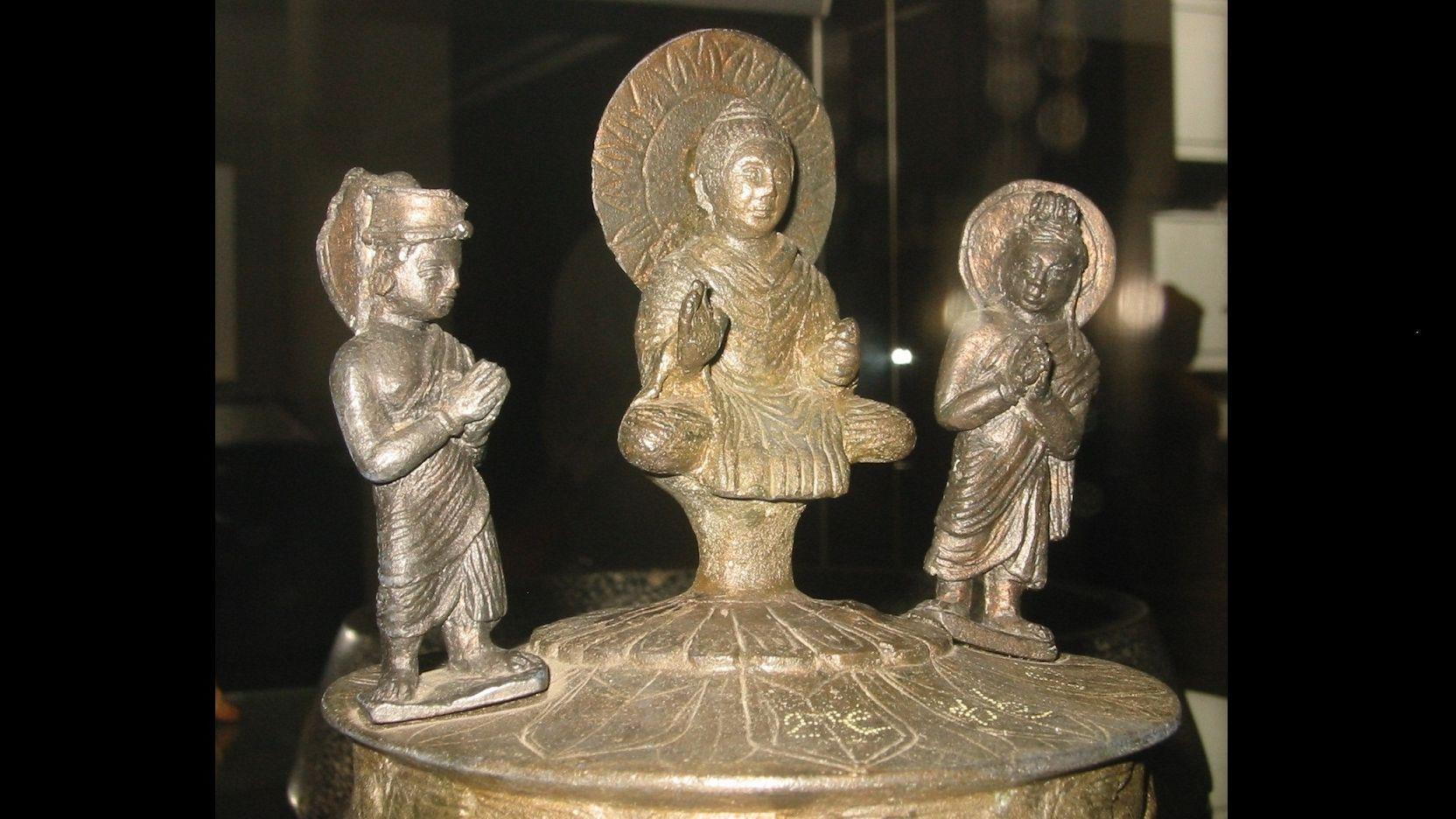 The Vanishing Stupa and a Buried Casket of Emperor Kanishka
