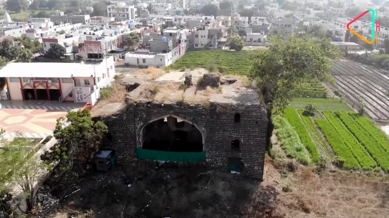 Old structures with new buildings in the vicinity at Ahmadnagar | LHI
