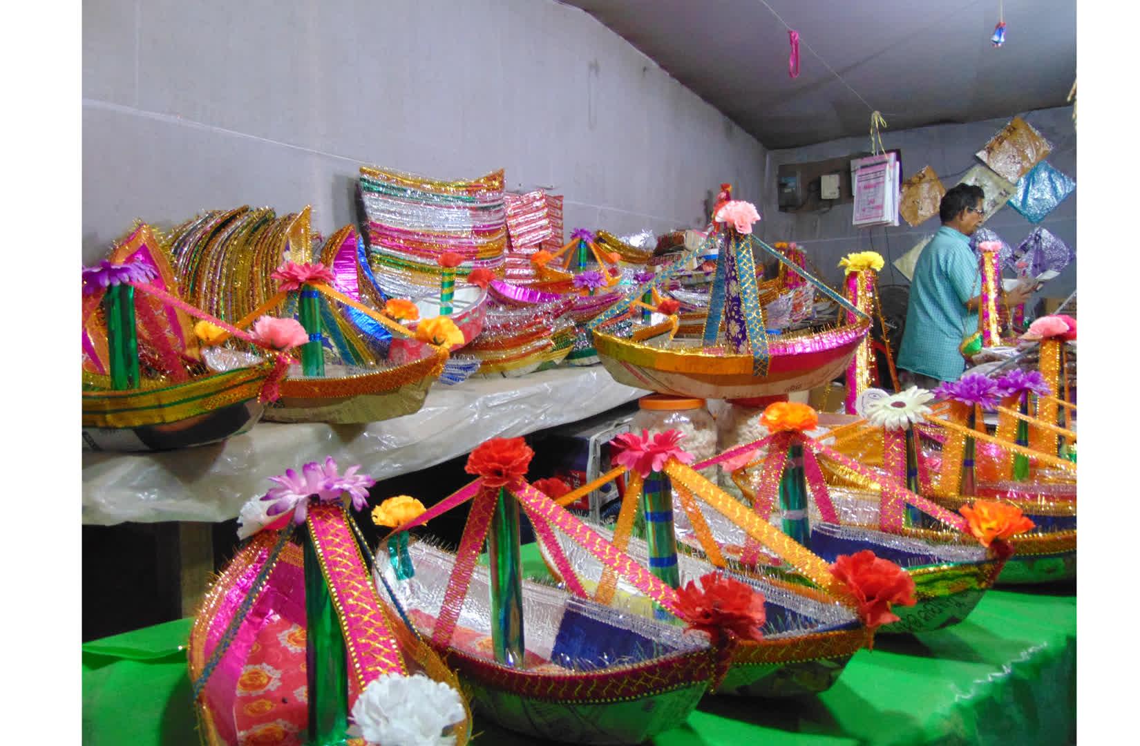 Shop selling paper boats in Bhubaneswar