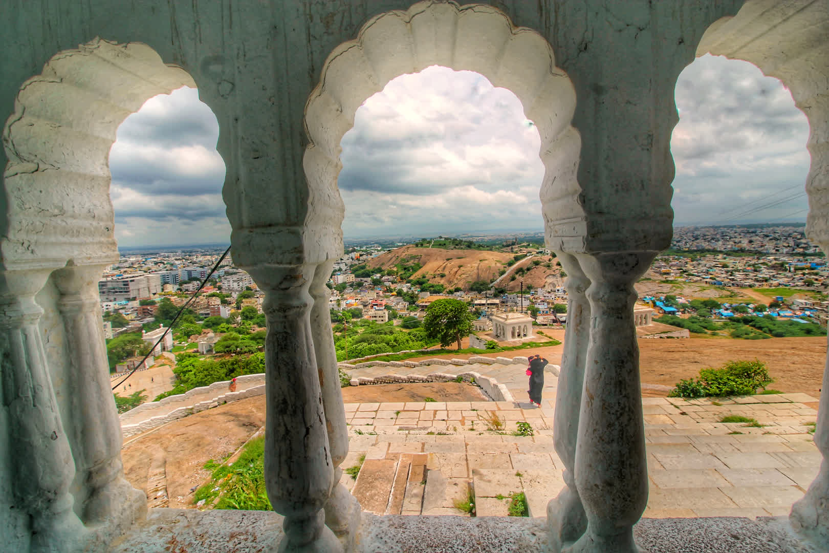 Standing behind arches on the dome-shaped hillock, from Moula Ali hill one can get stunning views of Hyderabad and its twin city, Secunderabad