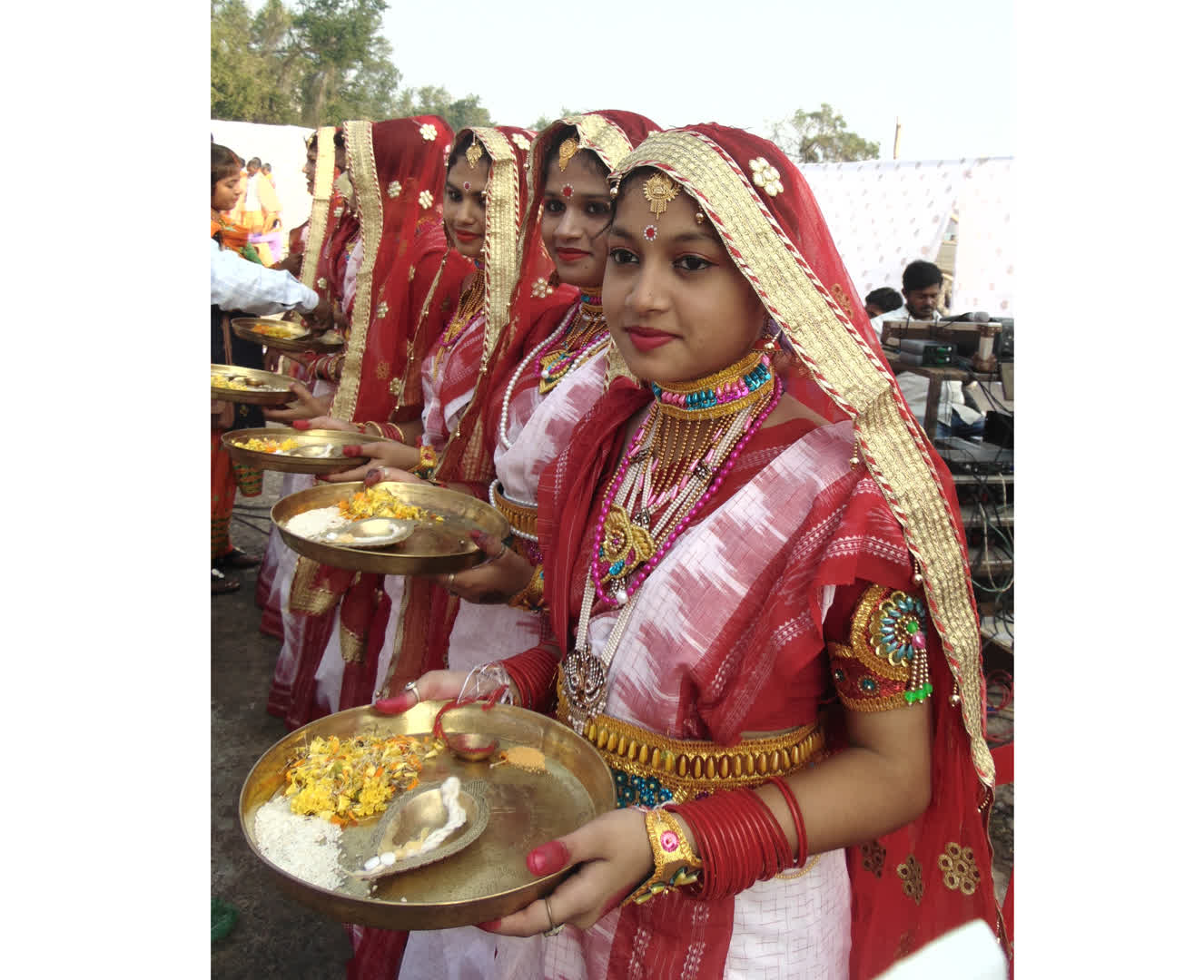 Young girls dressed up as wives of the merchants (sadhavani) bidding farewell to the merchants at Paradeep Port