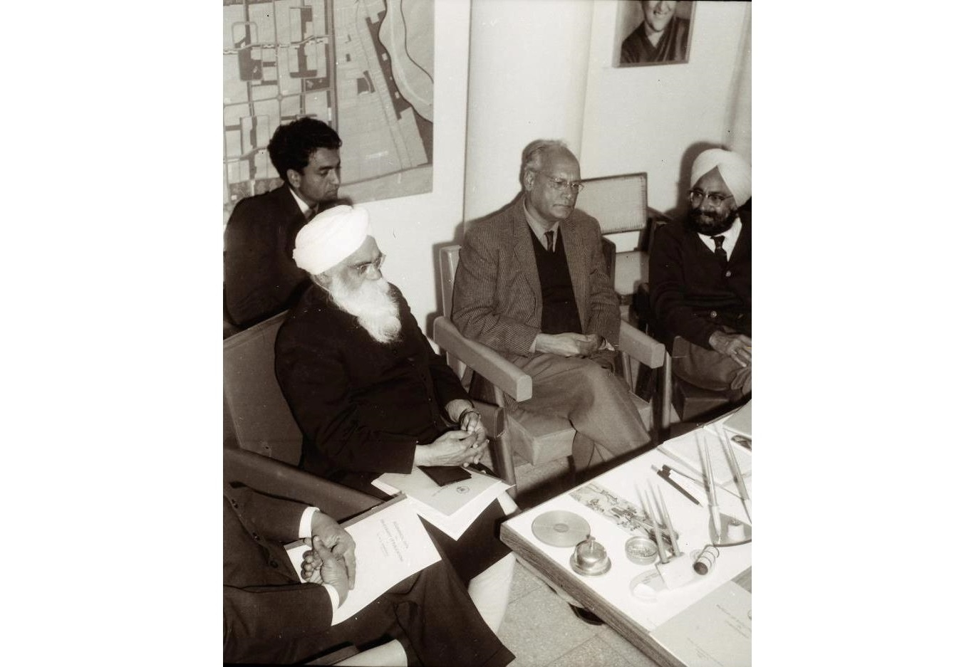 A rare photo of Shaiv Kumar Batalvi, Gurbaksh Singh, MS Randhawa and Khushwant Singh