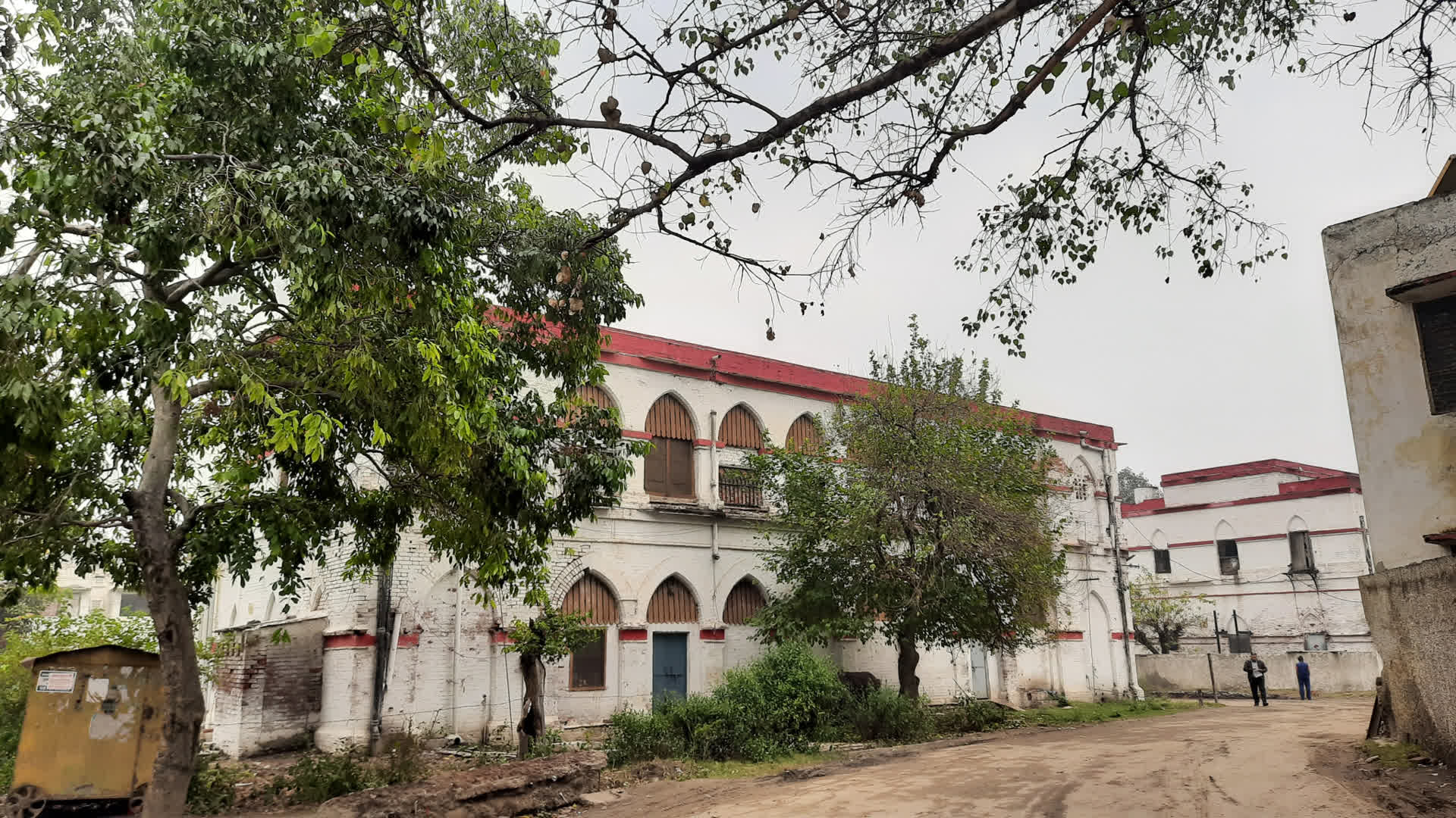 Colonial style offices in Ghaziabad