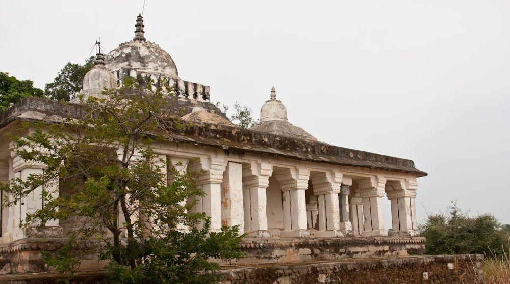 Remains in the fort complex | https://www.bandhavgarh-national-park.com/bandhagarh-fort.html