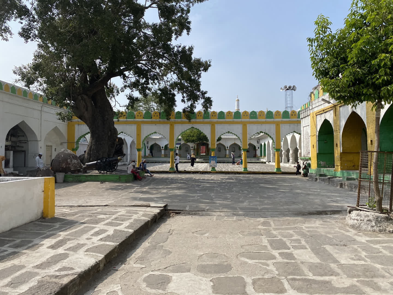 View of the courtyard of the dargah of Burhanuddin Gharib