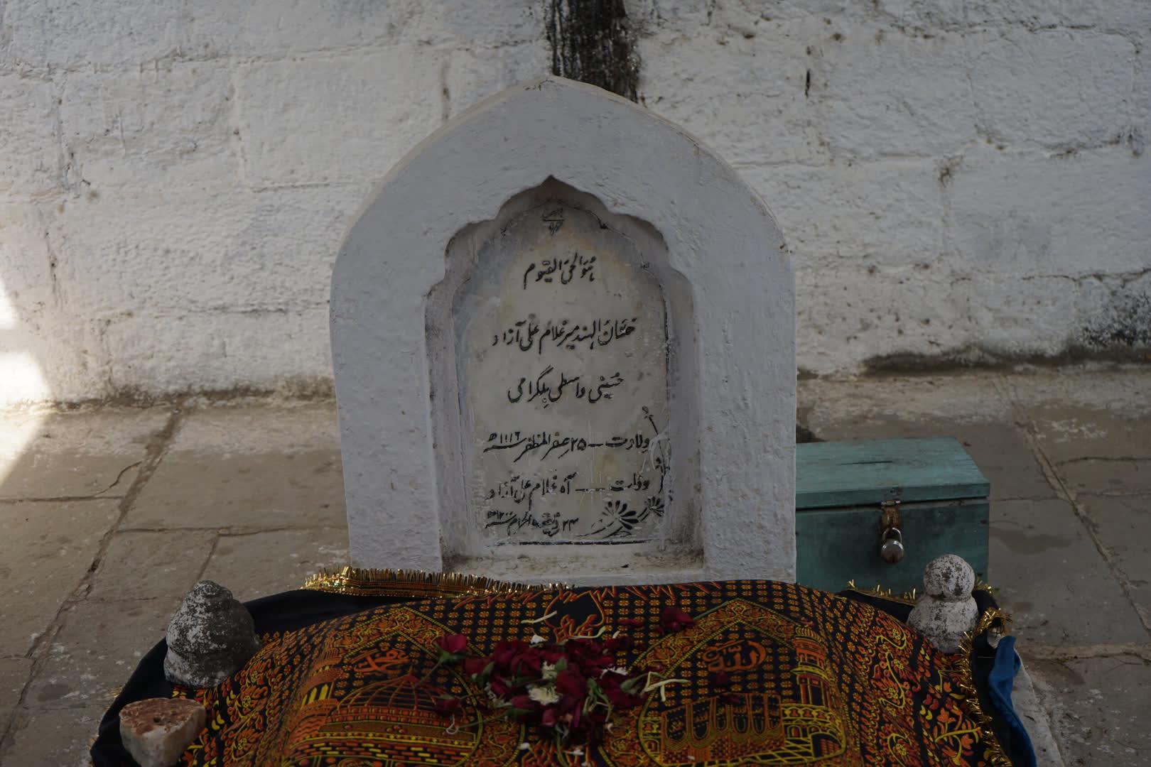 Tombstone of Azad Bilgrami
