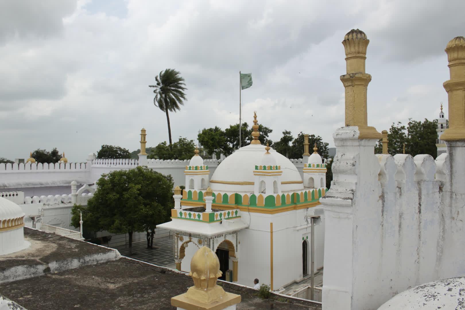 General view of the dargah of Zainuddin Shirazi