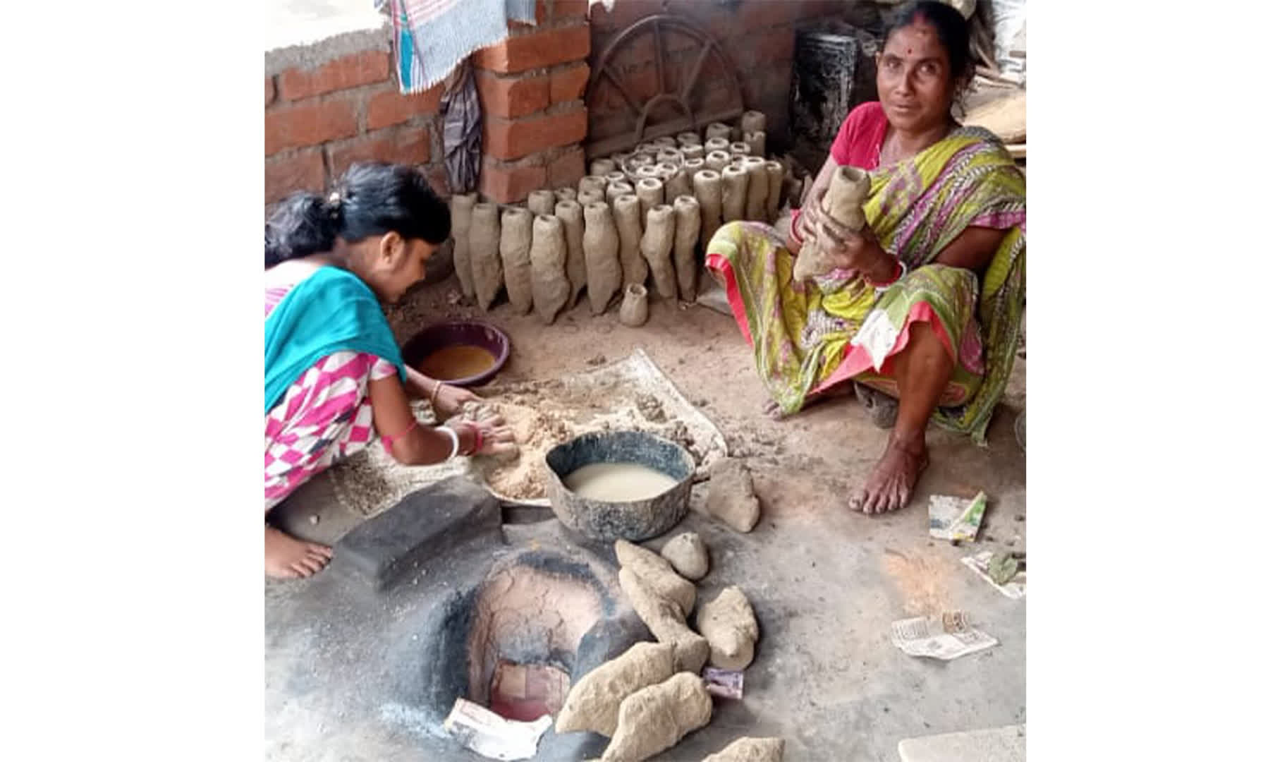 Dhokra artisans from Bikna, Bankura