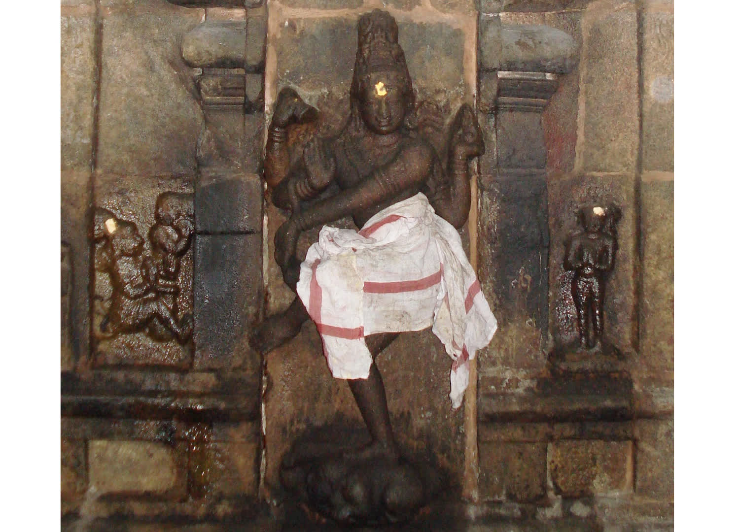 Fig 6: Nataraja sculpture with Karaikkal Ammayar, Tirunageswaram