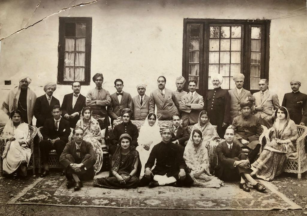 Rajabagh Palace in Calcutta, Keshab Chandra Sen family and members of the Bhanj Deo family. Person sitting in the centre in white sari is Sucharu Devi