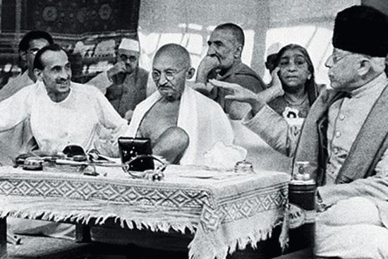Kripalani, Gandhi and Maulana Azad in the foreground, Abdul Ghaffar Khan and Sarojini Naidu in the background