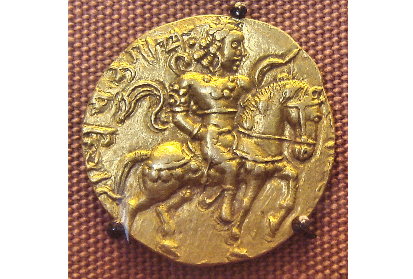 Coin of Chandragupta II, showing him adorned with jewellery
