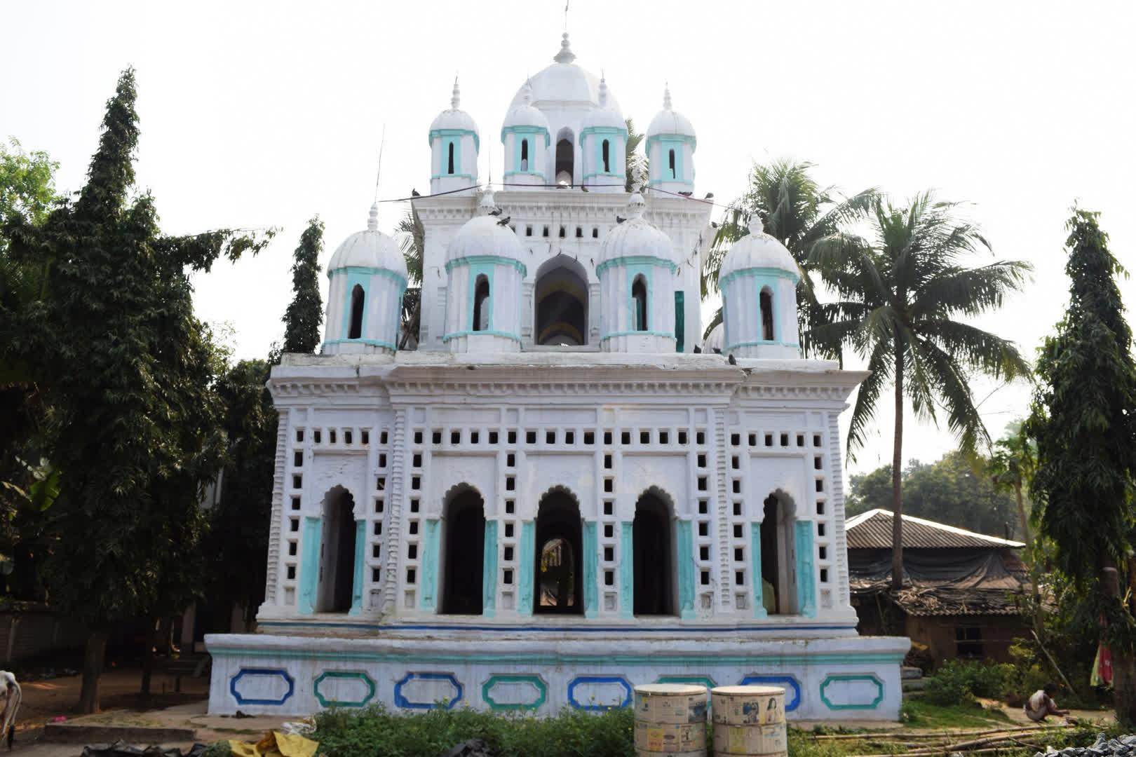 The 25 pinnacled Rasmancha   Narajole Rajbari