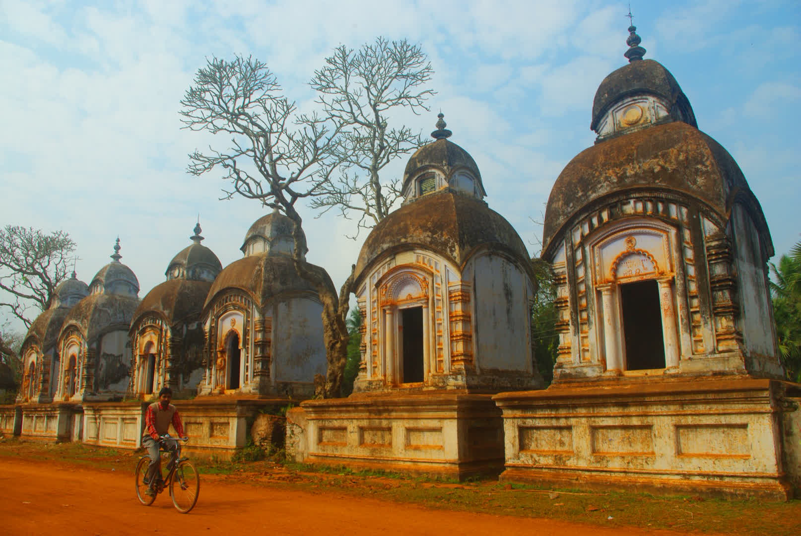 Six Shiva temples opposite Rasmancha   Narajole Rajbari