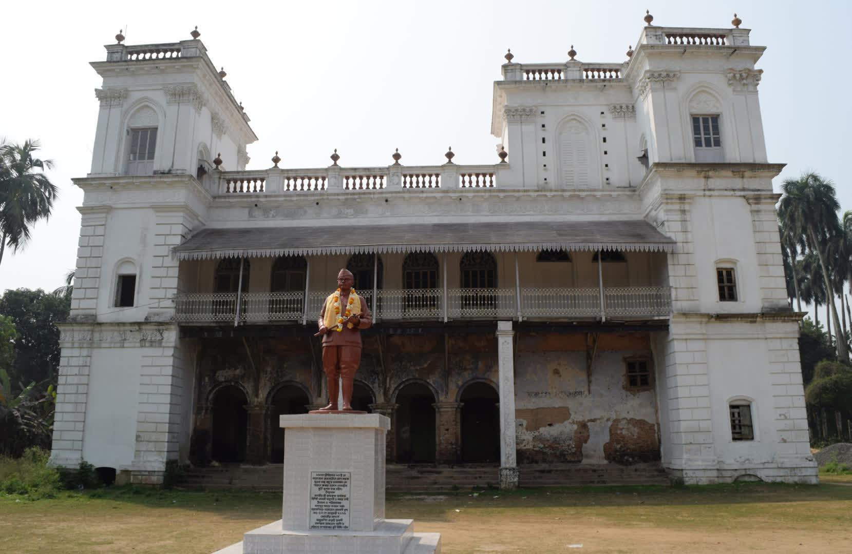Statue of Subash Chandra Bose on the back of Hawa Mahal as a memory of his visit to Narajole   Narajole Rajbari