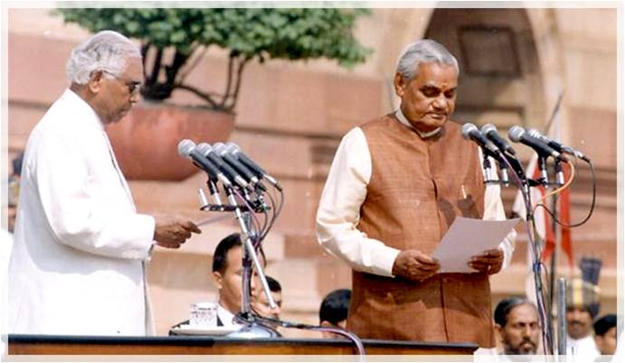 President KR Narayanan administering the oath of office to Prime Minister Atal Behari Vajpayee