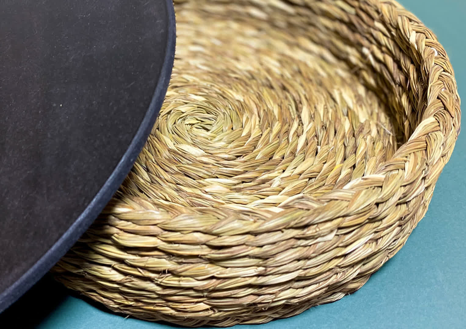 Braided grass which is turned into products like baskets, boxes and more. | Peepul Tree