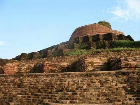 A view of the Kesariya Stupa