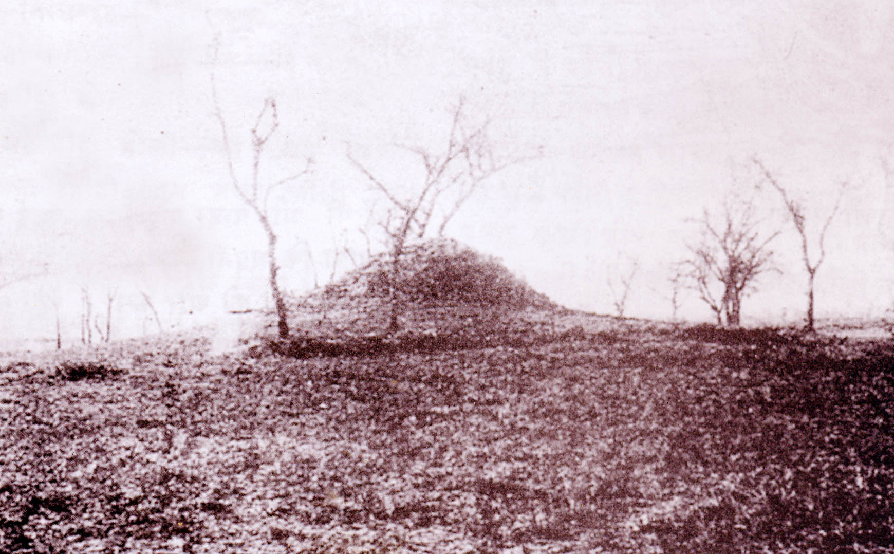 Tumulus above the hidden well