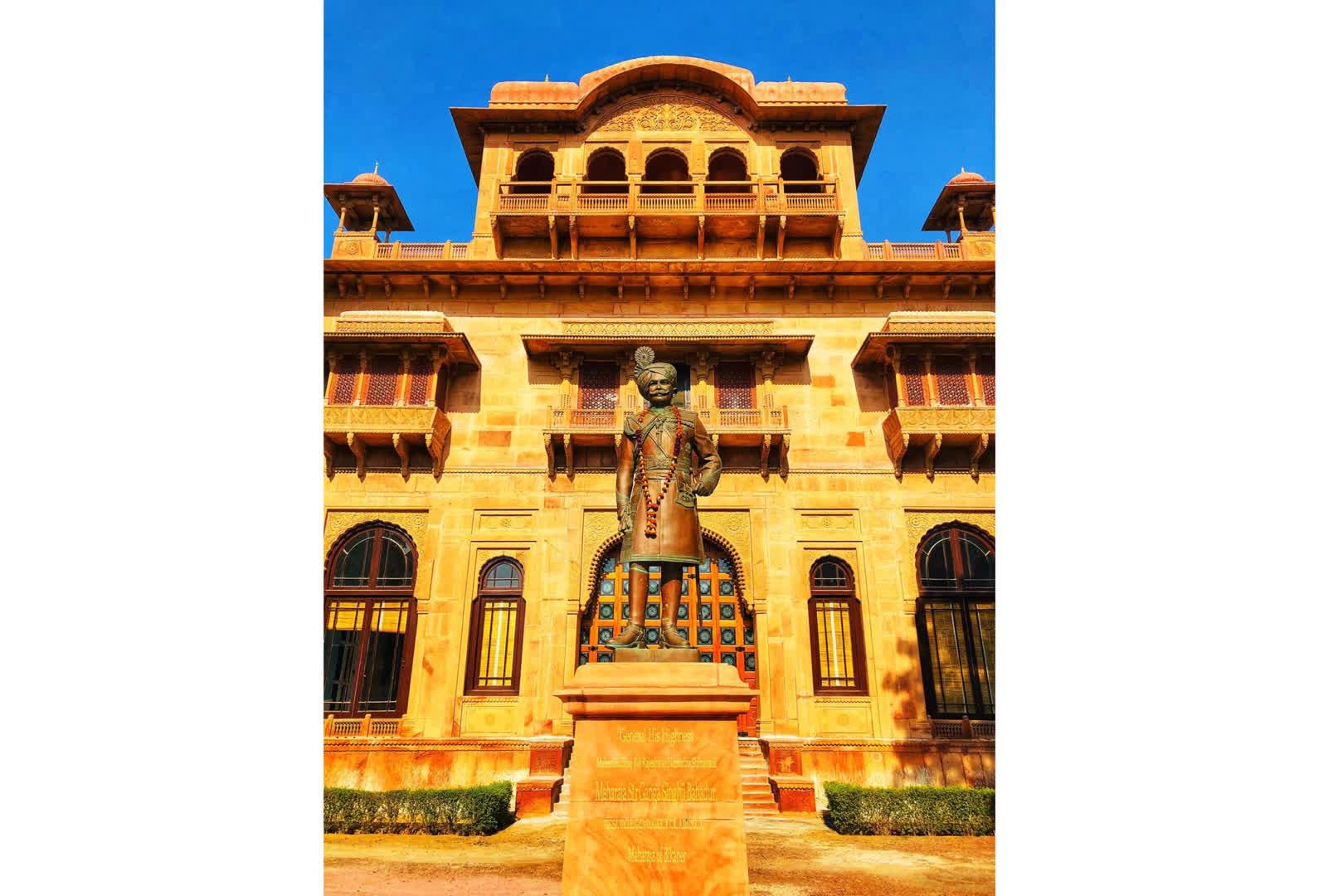 A statue of Maharaja Gaj Singh of Bikaner